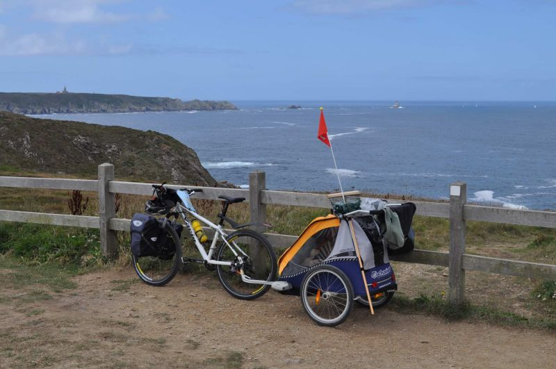 Vélo avec remorque enfant Chariot Cabriolet.