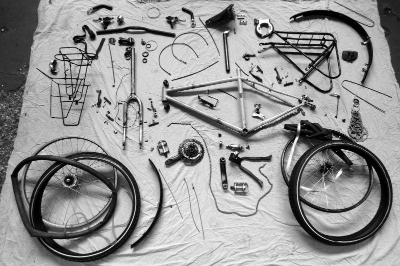 Eclaté du vélo de voyage.