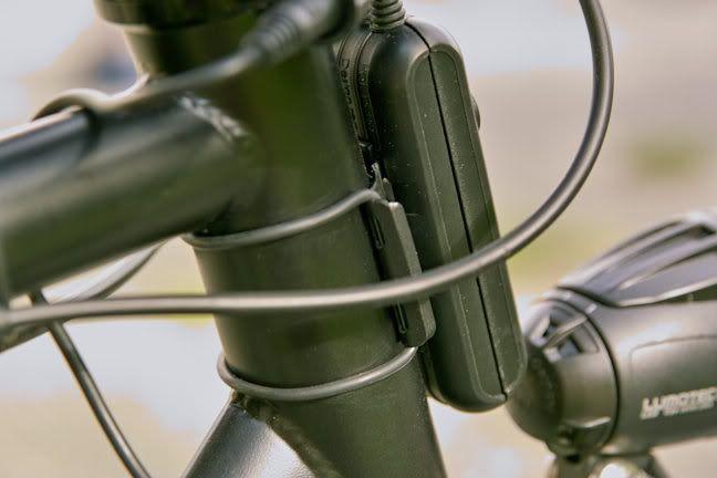 Dispositif de recharge Busch & Müller E-Werk pour moyeu-dynamo de vélo.