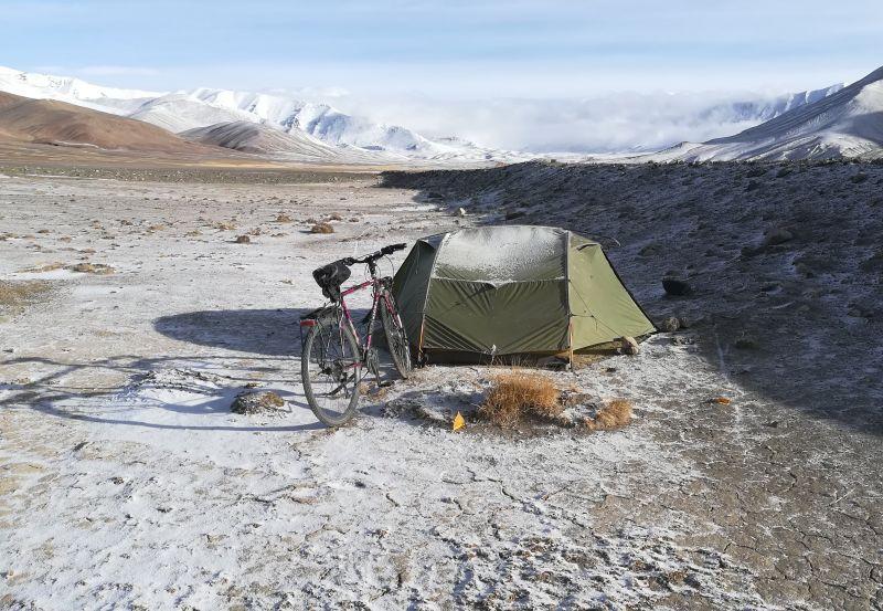 Tente Exped Venus II Extreme en voyage à vélo.