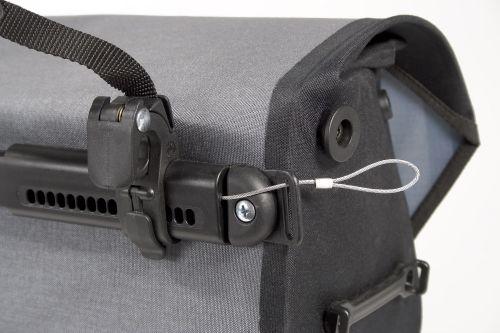 Câble antivol pour sacoches de vélo Ortlieb.