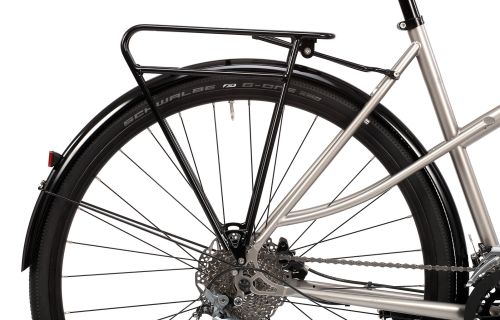 Paire de garde-boues Pelago montés sur un vélo.