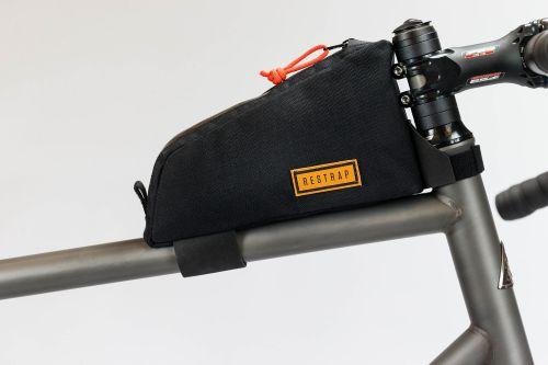 Sacoche de cadre Restrap Top Tube Bag (montée sur un vélo).
