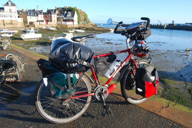 Vélo avec sacoches Vaude et Ortlieb.