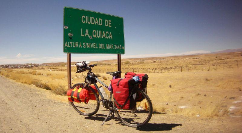 Vélo avec sacoches Ortlieb.