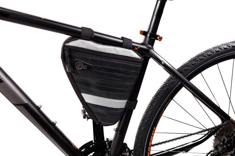 Sacoche de cadre Ziggie Bag Triangle 03 montée sur un vélo.